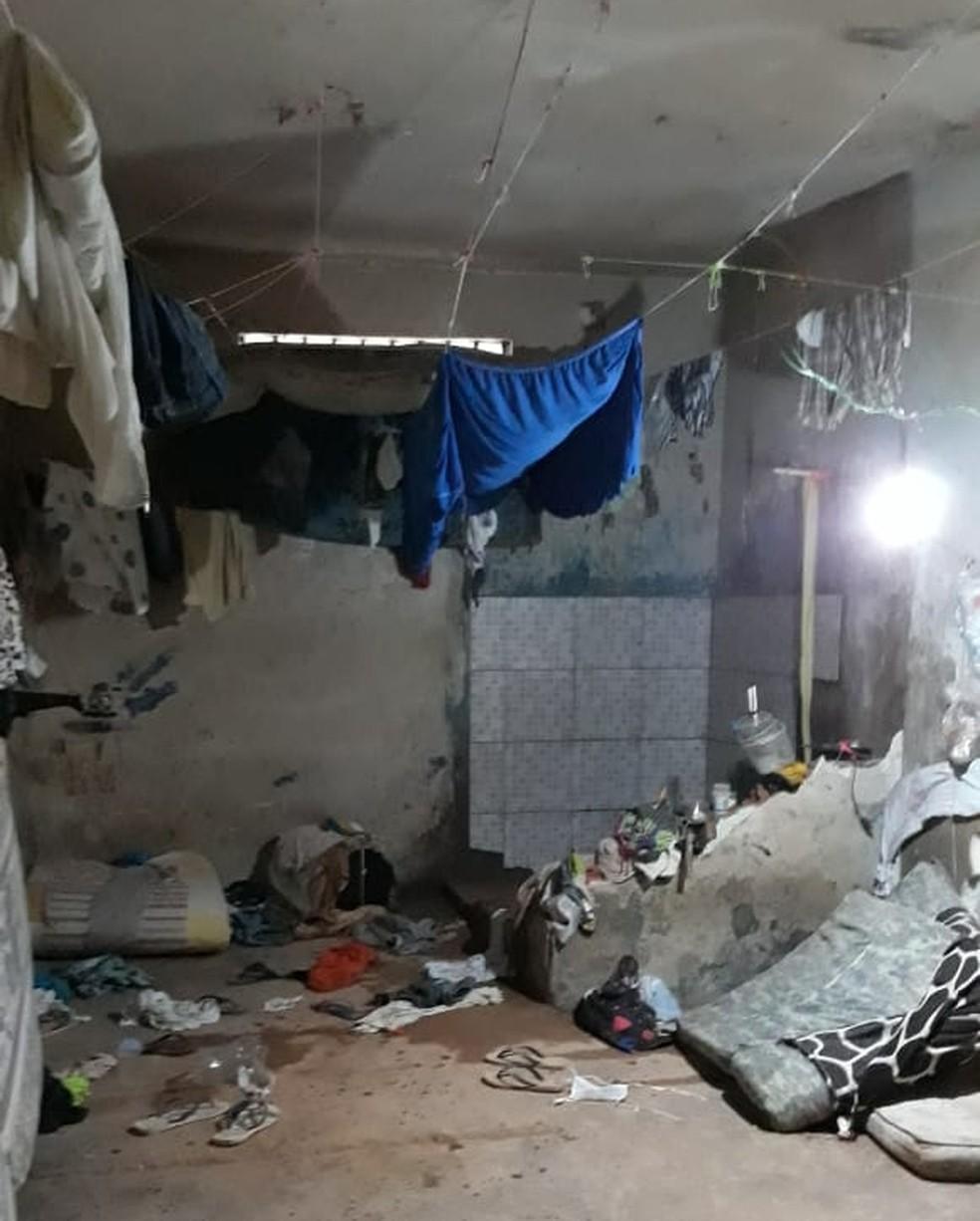 Detentos destroem celas e queimam colchões durante rebelião em presídio de Guajará-Mirim