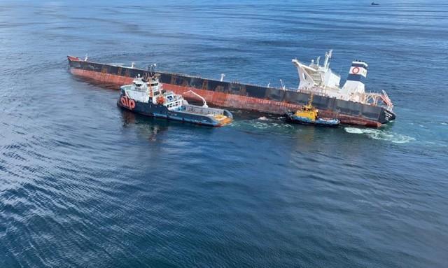 Navio encalhado na costa do Maranhão é afundado pela Marinha; veja o vídeo