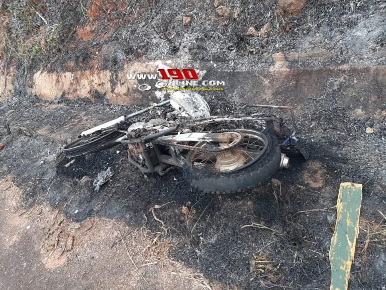 Moto pega fogo enquanto condutor transitava pela RO-135 em Alta Floresta