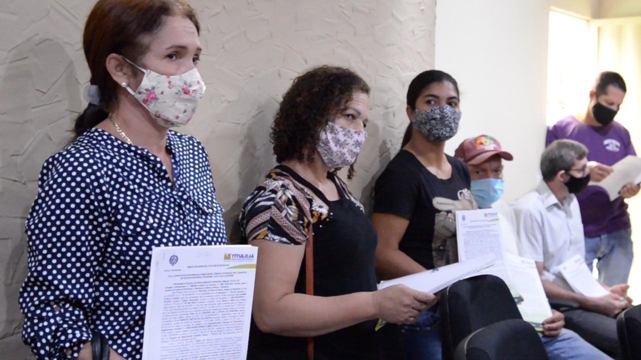 """Prefeitura de Rolim de Moura realiza mais uma entrega de """"Título Já"""""""