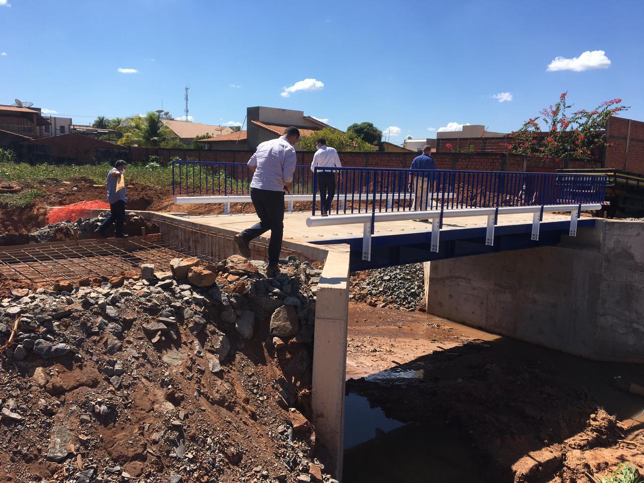 Aldo Júlio agradece Lúcio Mosquini por recursos para construir ponte de concreto armado e pede apoio para regularização fundiária