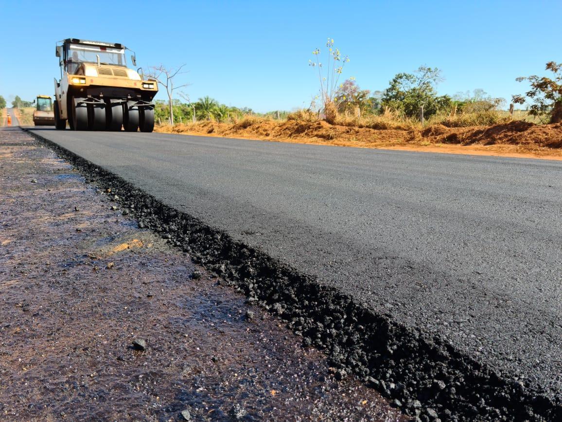 Obra de recapeamento asfáltico garante maior segurança aos motoristas que trafegam pela RO-010, entre Rolim de Moura e Novo Horizonte